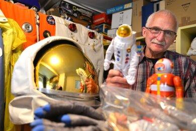 Die Sammlung von Museumsinhaber Tasillo Römisch umfasst etwa 100.000 Exponate. Teile davon haben nicht nur direkten Bezug zur Raumfahrt, sondern auch zur Stadt Mittweida.