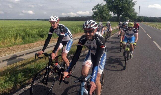 Elf Hobby-Radsportler machten sich auf den rund 300 Kilometer langen Weg nach Potsdam.