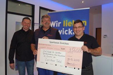 Maik Klaumünzner (l.) mit Ralf Hutschenreuter und Jens Juraschka von der Zwickauer Tafel.