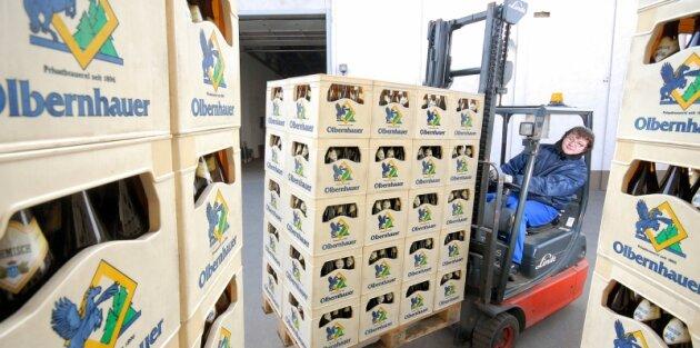 Toni Morgenstern ist Mitarbeiter der Olbernhauer Getränkevertriebs GmbH. Er be- und entlädt Lkw, mit denen Olbernhauer Biere transportiert werden.