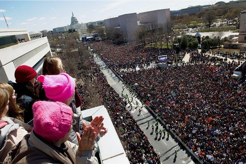 """Einer der größten Protestmärsche seit dem Vietnam-Krieg: Unter dem Titel """"Marsch für unsere Leben"""" demonstrierten am Samstag in Washington Hunderttausende für schärfere Waffengesetze."""