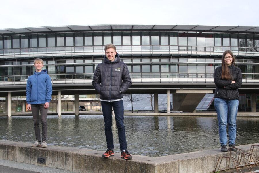 Tom Tittmann, Luis Ehrhardt und Elisabeth Reichelt (v. l.) aus dem Samuel-von-Pufendorf Gymnasium in Flöha hatten als einziges mittelsächsisches Team beim Deutschen Gründerpreis teilgenommen.