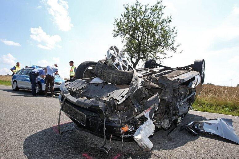Zwei Verletzte bei Unfall auf S 245