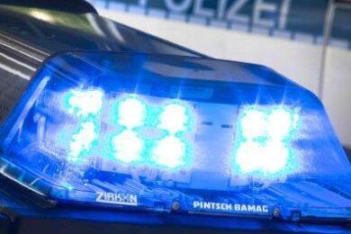 Mit einer zersplitterten Scheibe hat am Dienstagabend ein Streit vor der Filiale des Norma-Supermarktes in Plauen geendet.