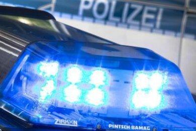 Am Samstag ist in einem Waldstück bei Pockau-Lengefeld ein E-Bike-Fahrer (72) tödlich verunglückt.