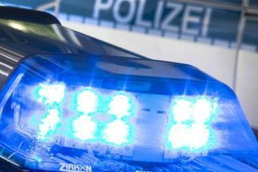 Vergangene Nacht haben Beamte derBundespolizei einen Mann gesuchten Dieb auf dem Parkplatz Magwitz an der A 72 festgenommen.