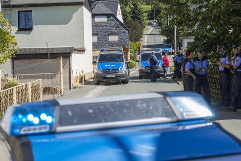 Nach einer Bombendrohung am Mittwochvormittag gegen die Firma Imeco konnten kurz vor 17 Uhr die evakuierten Anwohner wieder in ihre Häuser, die Beschäftigten des Unternehmens wieder auf das Firmengelände.