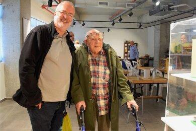 Herbert Samter, der letzte in Reichenbach geborene Jude, ist am 10. August 97-jährig in Haifa verstorben. Im Bild Werner Hartstock aus Reichenbach während einer Israelreise zu Besuch in der Great Mini World.