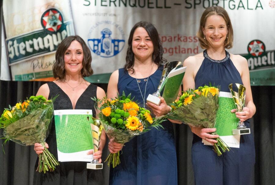 Bei den Frauen gewann Kufenflitzerin Denise Roth (Mitte) die Umfrage vor Radsportlerin Claudia Weise (rechts) und Flossenschwimmerin Pia Lorenz (links).