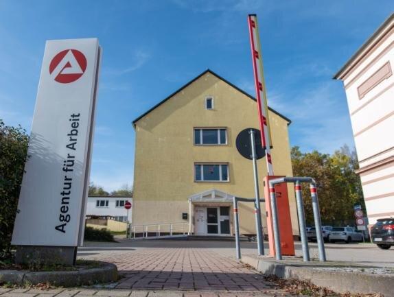 Die Agentur für Arbeit und das Jobcenter werden sich im Frühjahr nächsten Jahres aus diesem Gebäude an der Rochlitzer Bismarckstraße zurückziehen. Betroffene müssen dann in andere Städte fahren.