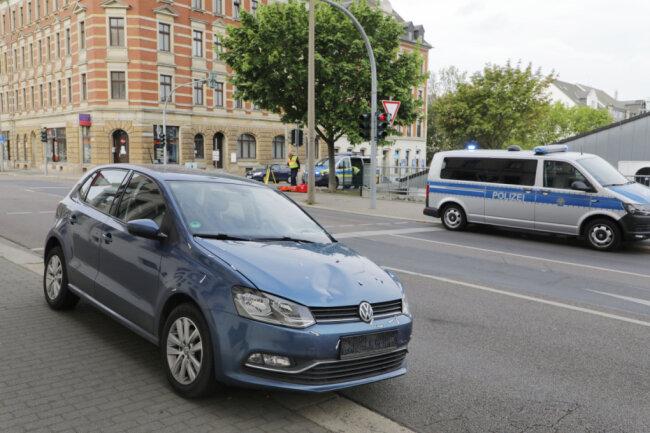 Die Frontscheibe des VW wurde bei dem Zusammenstoß beschädigt.