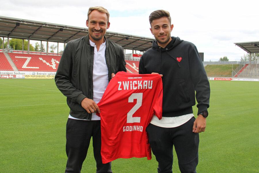 FSV-Sportdirektor Toni Wachsmuth (l.) mit Neuzugang Marcus Godinho.