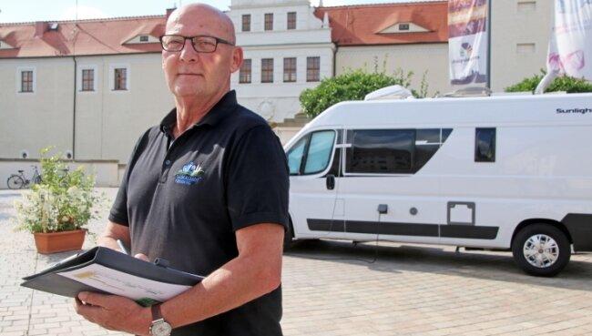 Platzwart Volker Uhlig konnte bislang neun Wohnmobil-Besatzungen auf dem Freiberger Schlossplatz begrüßen.
