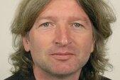 Klaus Stolz, 53, in Freiburg geborener Politikwissenschaftler, ist Inhaber der Professur für Britische und Amerikanische Kultur- und Länderstudien an der TU Chemnitz. Seit 2008 lehrt er in Chemnitz. Einer seiner Forschungsschwerpunkte sind die Autonomiebestrebungen in Europa.