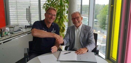 Buijs (li.) und Sportdirektor Büring waren schnell einig