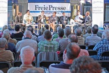 Etwa 170 Chemnitzer haben die Podiumsdiskussion zum Thema Verkehrsplanung in der Straßenbahn-Werkstatt der CVAG verfolgt.