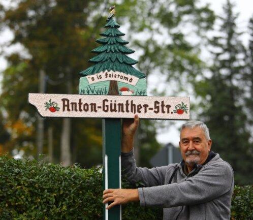 Dank Gerhard Rockstroh hat seit einigen Tagen auch die Anton-Günther-Straße einen neuen Wegweiser.