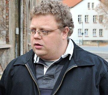 Tino Brandt noch mit Locken auf dem Kopf, in Haft trägt er jetzt Kurzhaar und Backenbart.
