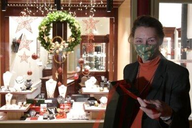 Juwelierin Andrea Gerlach hofft auf viele Kunden in der Vorweihnachtszeit. Ohne Touristen geht es jedoch nicht, ist ihre Meinung.