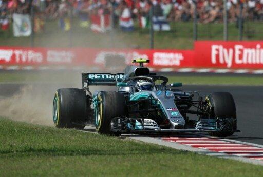Valtteri Bottas kämpft mit Sebastian Vettel um Rang zwei