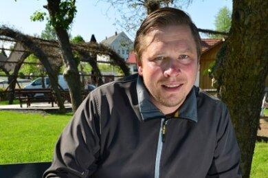 Norbert Hohmann, Inhaber des Schmiedelandhauses, empfängt bestellte Gäste ab Himmelfahrt zunächst nur im weitläufigen Garten seines Lokals in Greifendorf.