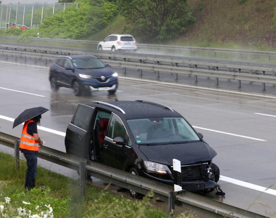 Zwei Fahrer verloren am Mittwochfrüh die Kontrolle über ihr Fahrzeug.