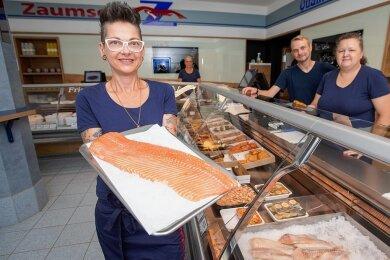 Der Fisch- und Feinkostladen an der Bahnhofstraße wurde für mehr als 100.000 Euro modernisiert. Im Bild: Mona Kindlein, Constanze Karberg, Andreas Fuhrmann und Manuela Löhnert (von links).