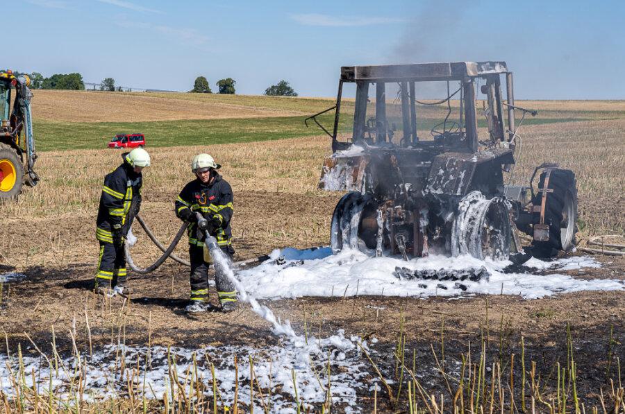 Ein Traktor bei Schneidenbach hat gebrannt.
