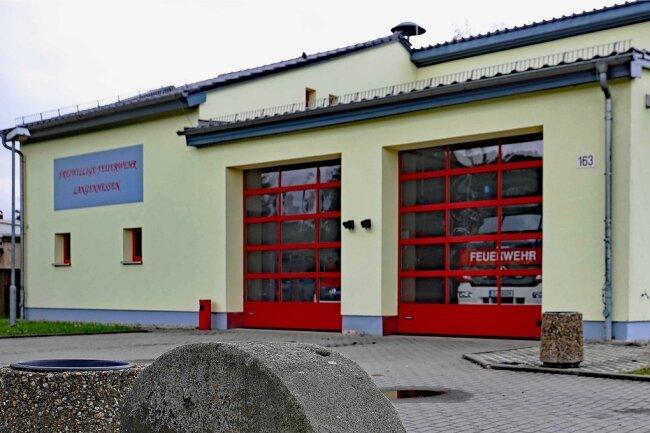 Derzeit bleiben die Einsatzfahrzeuge der Langenhessener Feuerwehr im Gerätehaus.