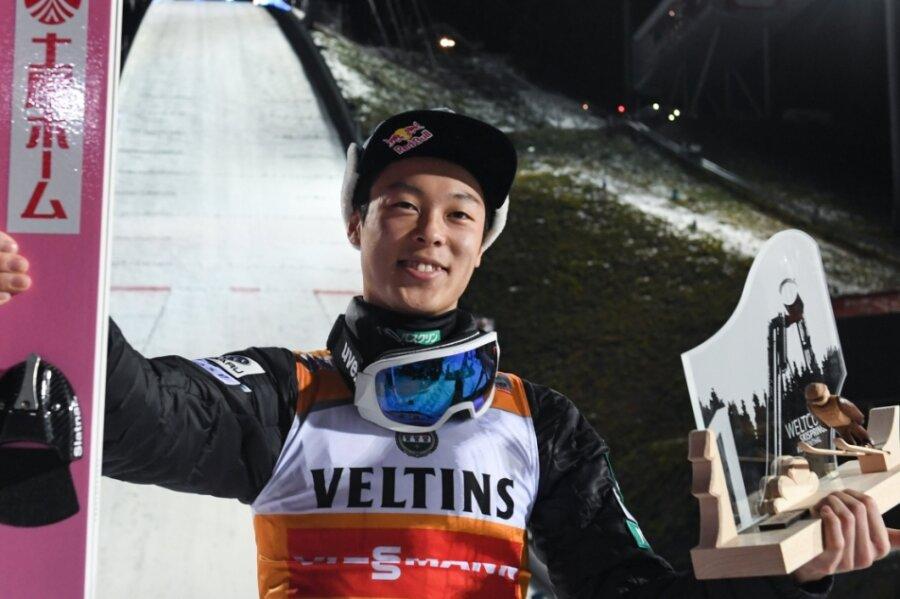 Skispringer Ryoyu Kobayashi freute sich 2019 über den Weltcupsieg in Klingenthal.