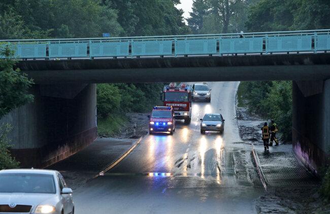 In der Autobahn-Unterführung zwischen Glauchau-Höckendorf und Meerane standen erneut Wasser und Schlamm.