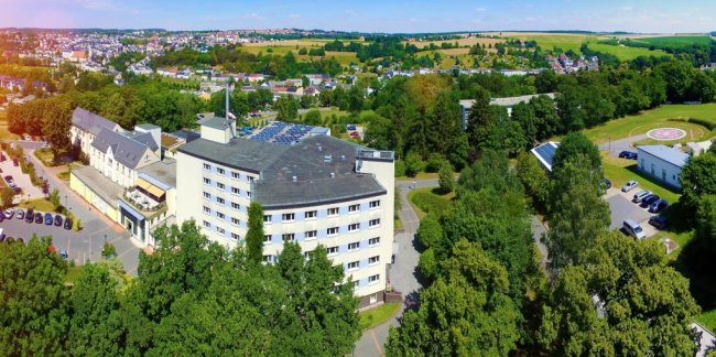 Paracelsus beschäftigt bundesweit 4500 Mitarbeiter. Die Klinik in Reichenbach (im Bild) gehört mit 336 Beschäftigten, das Medizinische Versorgungszentrum mit gerechnet, zu den kleinen Standorten.