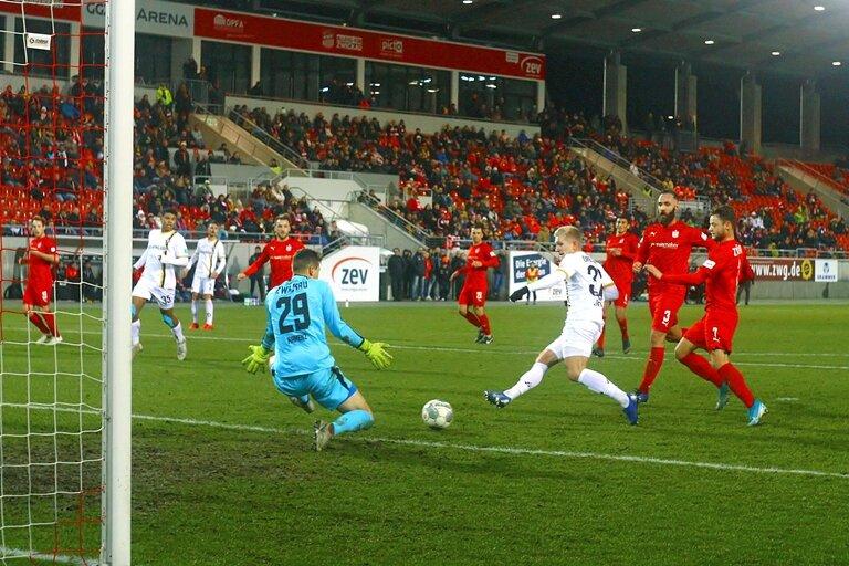 Luka Stor mit dem 1:0 für Dresden in der 85. Minute.