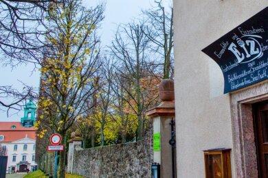 """In prominenter Lage, direkt vor dem Zugang zu Schloss und Park, hat der """"Sima Fruchtladen"""" eröffnet. Im Sommer steht bereits die nächste Erweiterung an."""