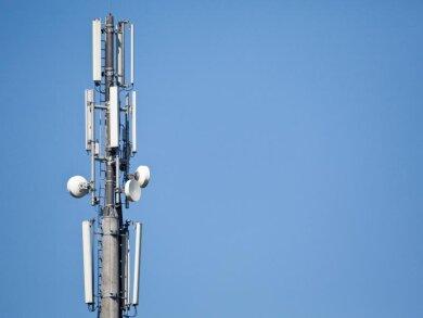 Über ihre Masten und Antennen spannen die Betreiber meist mehrere Netze gleichzeitig auf. In der Schweiz fällt 2G nun weitgehend weg.