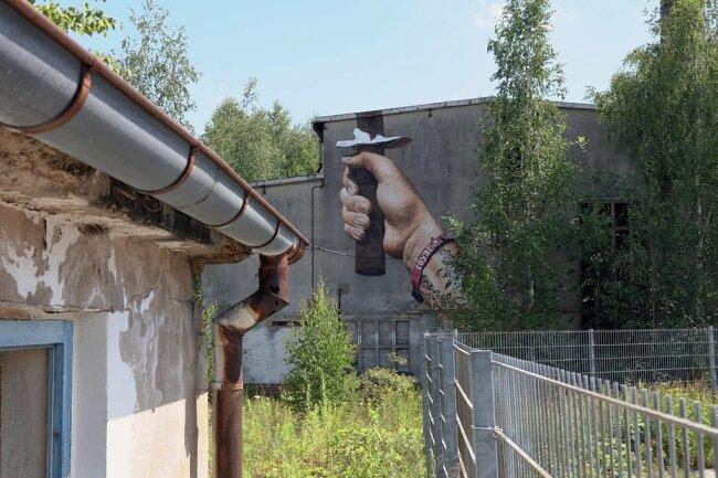 """Die alten Firmengebäude der ehemaligen """"Fackel"""" sollen samt dem Graffito-Wahrzeichen abgebrochen werden."""