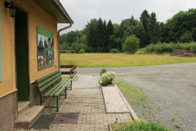 Zwischen Jawahaus und der Göltzsch, auf dem ehemaligen Freibadgelände, soll der Wasserspielplatz entstehen.
