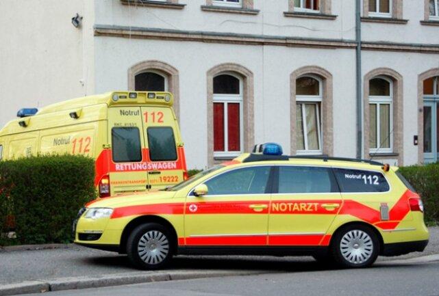 Eine 27-jährige Prostituierte ist am Montagabend in Chemnitz von einem Freier mit einem Messer angegriffen und verletzt worden.