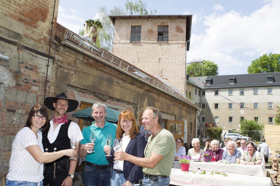 Grund zum Feiern: Handwerkerhöfe haben ersten Bauabschnitt geschafft