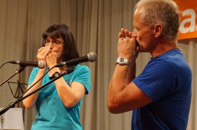 Steffi Sander und Karlheinz Wagner bei ihrem Auftritt kürzlich in Zwota.