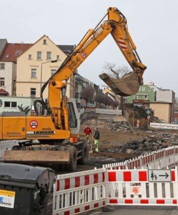 Alles gesperrt: Die Bauarbeiten an der Hartensteiner Straße gehen weiter.
