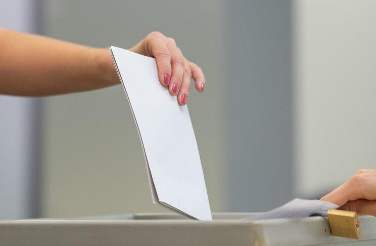 Laut Penigs Stadtsprecherin Manuela Tschök-Engelhardt nutzten bis 15 Uhr rund 2000 Wähler die Möglichkeit, ihre Stimme in einem der zehn Wahllokale abzugeben.