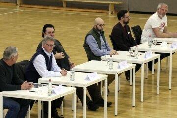 Vereinsvertreter auf einer Pressekonferenz am Montagnachmittag in Neuplanitz.