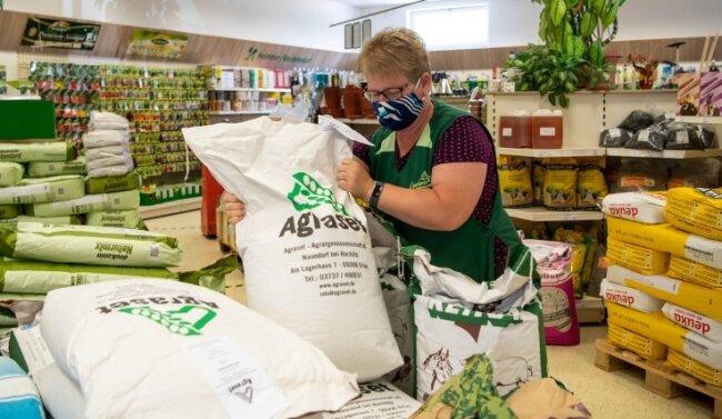 Einen direkten Kontakt zwischen Erzeugern und Verbrauchern bieten die Hofläden, so auch der Landmarkt von Agraset im Erlauer Ortsteil Naundorf mit Leiterin Anja Kummer.