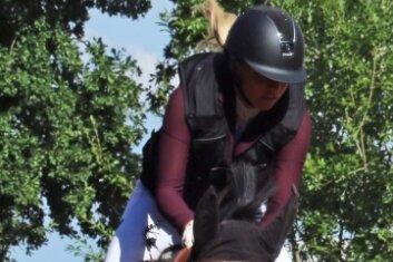 Linnee Sophie Bohlinger (RFV Röhrsdorf) war mit Annemie 3 beim Springen der Klasse M dabei.