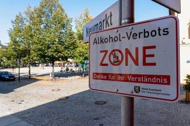 Noch stehen die Schilder am Neumarkt in Auerbach.
