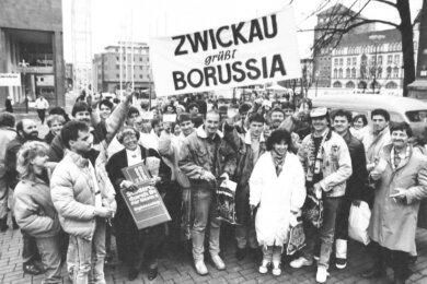 Auch etliche Zwickauer Fußballanhänger machten die Reise nach Dortmund mit. Fünf Monate später gastierte Bundesligist BVB am 18. Mai 1990 im Westsachsenstadion, ließ allerdings etliche Stars zu Hause.