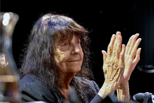 """Ein lebenslanges Händchen für Worte und Sprache: Friederike Mayröcker besuchte noch im August 2020 das Wiener Literaturfestival """"O-Töne"""". Foto: Herbert Neubauer/APA"""