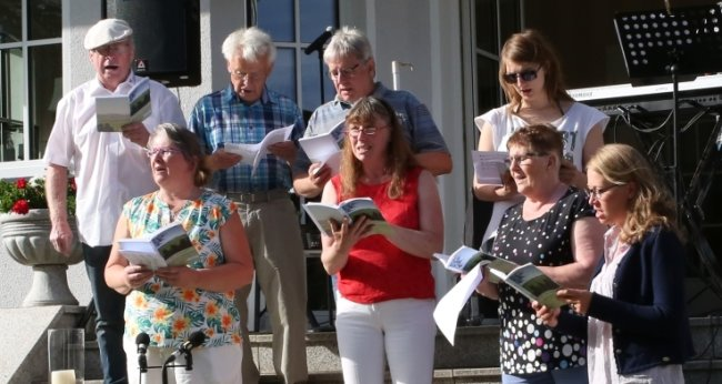 Beim ersten Musikfestival im Dorf ist am Wochenende auch der Singkreis Oberpfannenstiel aufgetreten.