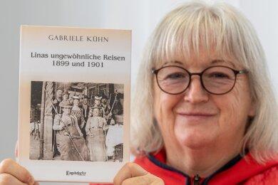 Gabriele Kühn präsentiert das Buch über Lina Kühn (1851 bis 1928), die energische Greizer Urgroßmutter ihres verstorbenen Mannes.